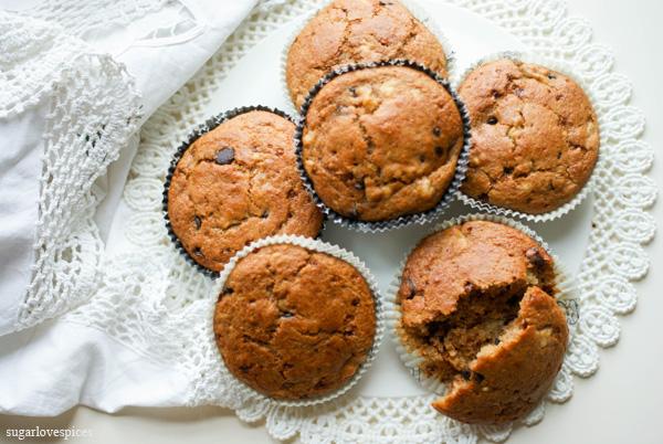 Vegan Spelt Tortine (mini cakes) with banana and chocolate