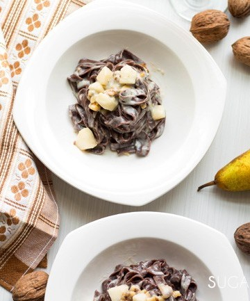 Fettuccine al Cacao with Gorgonzola, Walnuts and Pear