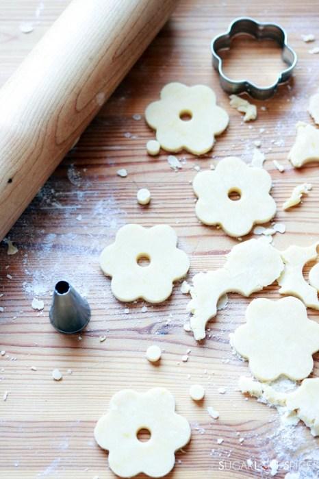 Canestrelli, Italian Shortbread Cookies-cutting