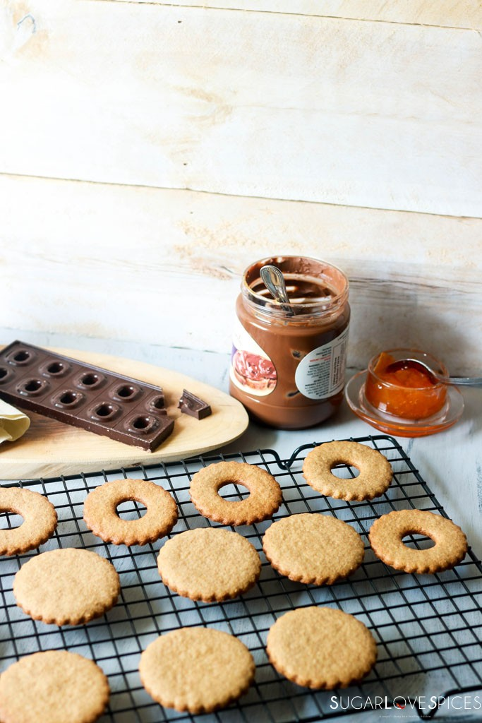 Spelt flour Occhi di Bue Cookies-cookies on a tray