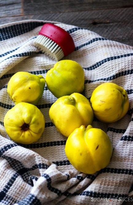Easy Quince Jam-cleaning the quince