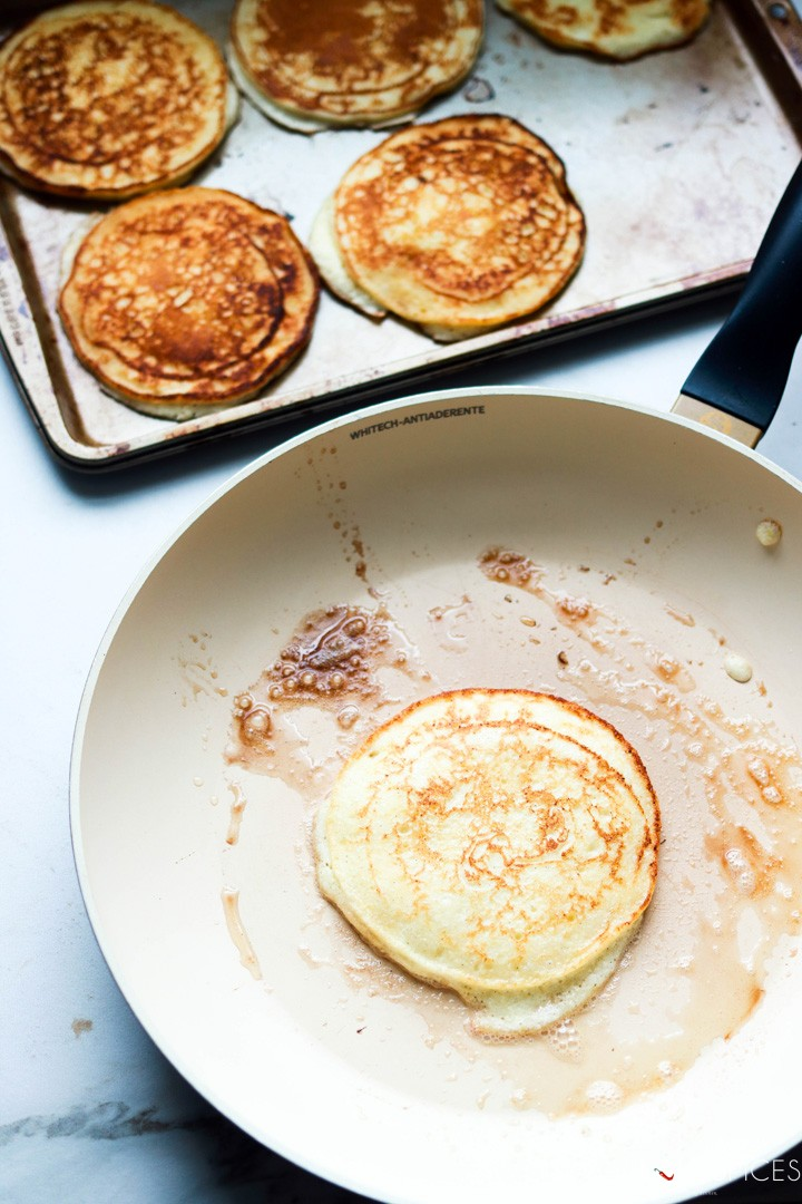 Lemon ricotta pancakes-cooking the pancake