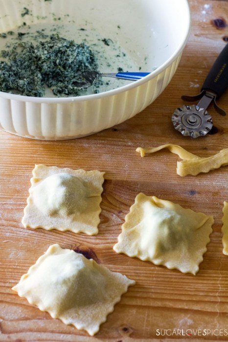 Ricotta and Spinach Ravioli in Tomato Sauce-ravioli and filling