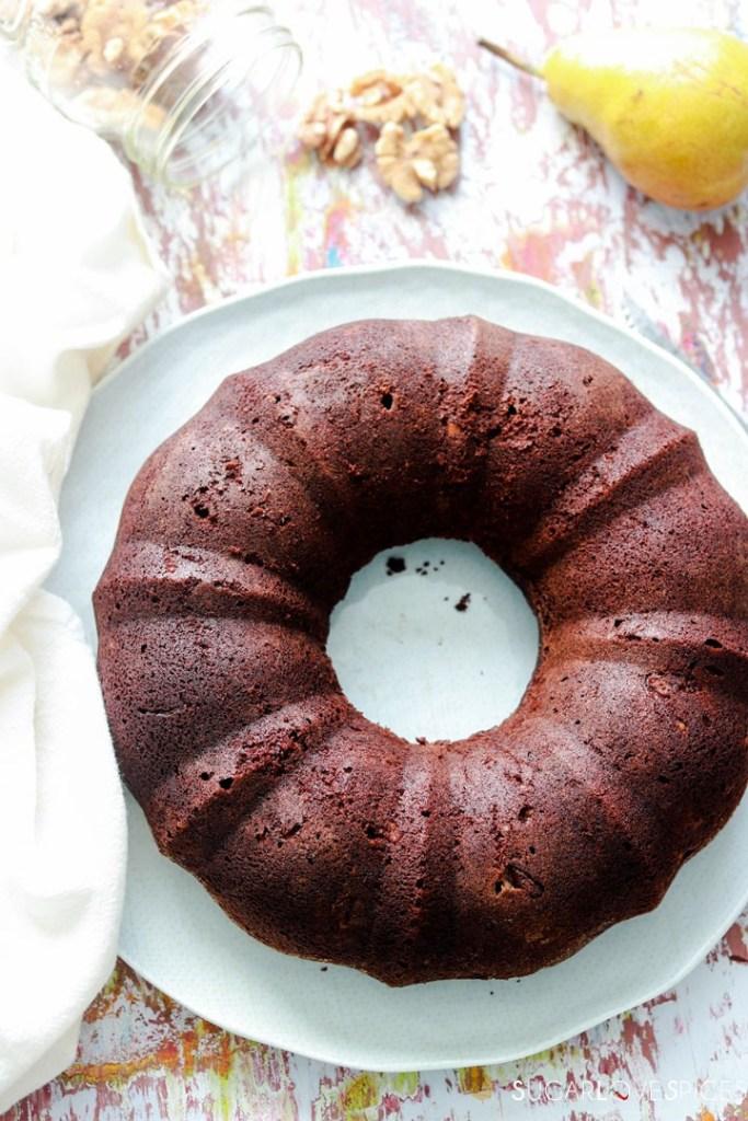 Ciambella dark chocolate, walnut and pear-on the plate