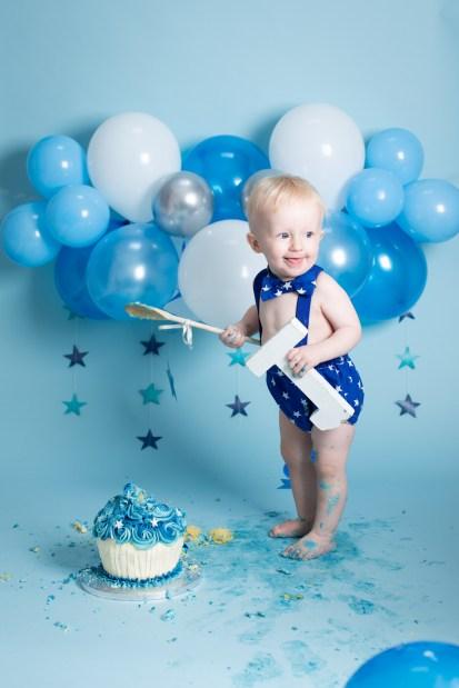 cake smash photography first birthday photo shoot balloons cake