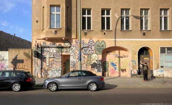 Auto vor Gebäude in Berlin #11 - Sugar Ray Banister