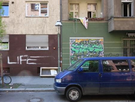 Auto vor Gebäude in Berlin #2 - Sugar Ray Banister
