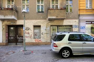 Auto vor Gebäude in Berlin #6 - Sugar Ray Banister