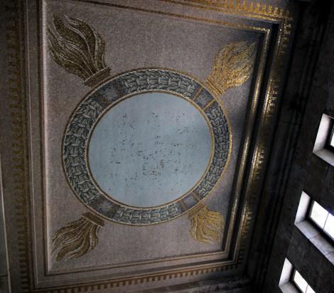 Der Goldene Saal Bild 04 - Übermaltes Hakenkreuz