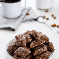 Italian crunchy almond cookies (Castagnelle)