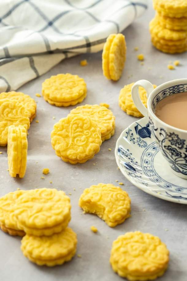 Homemade Custard Creams are delightful sugar cookies filled with a custard flavoured buttercream. #biscuits #afternoontea