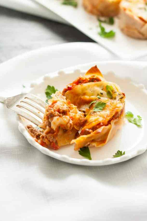Individual easy mini Lasagna made in a muffin tin. Using wonton wrappers! #partyfood #fingerfood