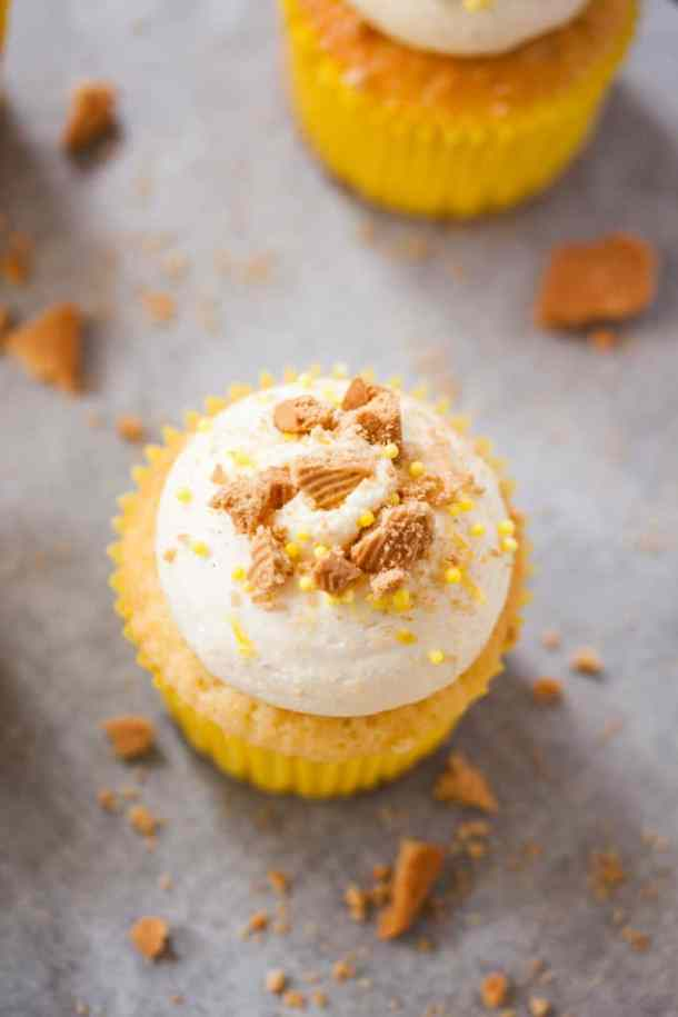 These Fluffy Lemon Cupcakes are bursting with zesty lemon flavour and topped with an easy Cream Cheese Buttercream.