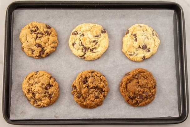 Six baked cookies on a baking tray