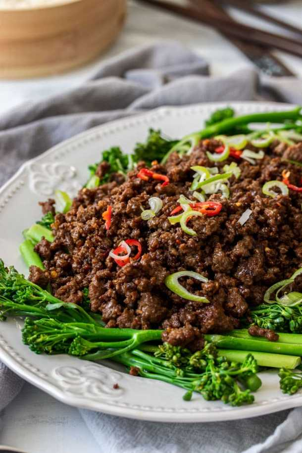 A closeup of a dish filled with Asian Chilli Beef Mince