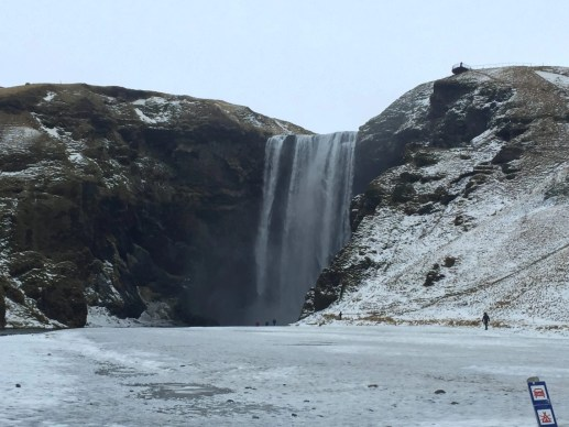 Skógafoss solo female travel icelend winter roadtrip