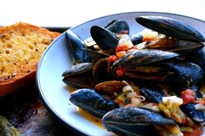 Easy Steamed Mussels | Suitcase Foodist