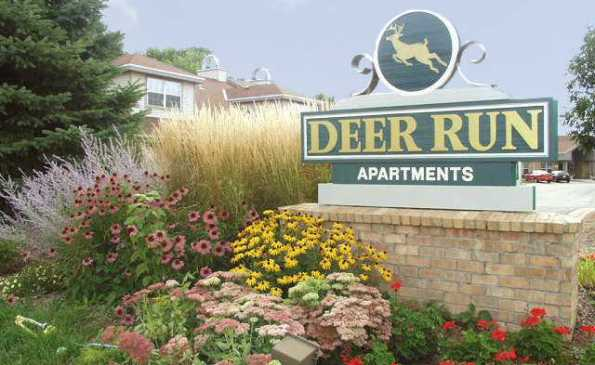 deer-run-apartments-milwaukee-wi-entrance