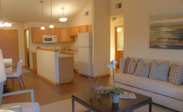 FieldstoneEstates-livingroom-kitchen1
