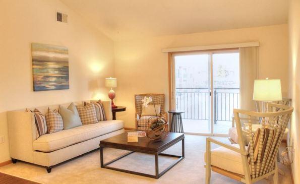 FieldstoneEstates-livingroom1