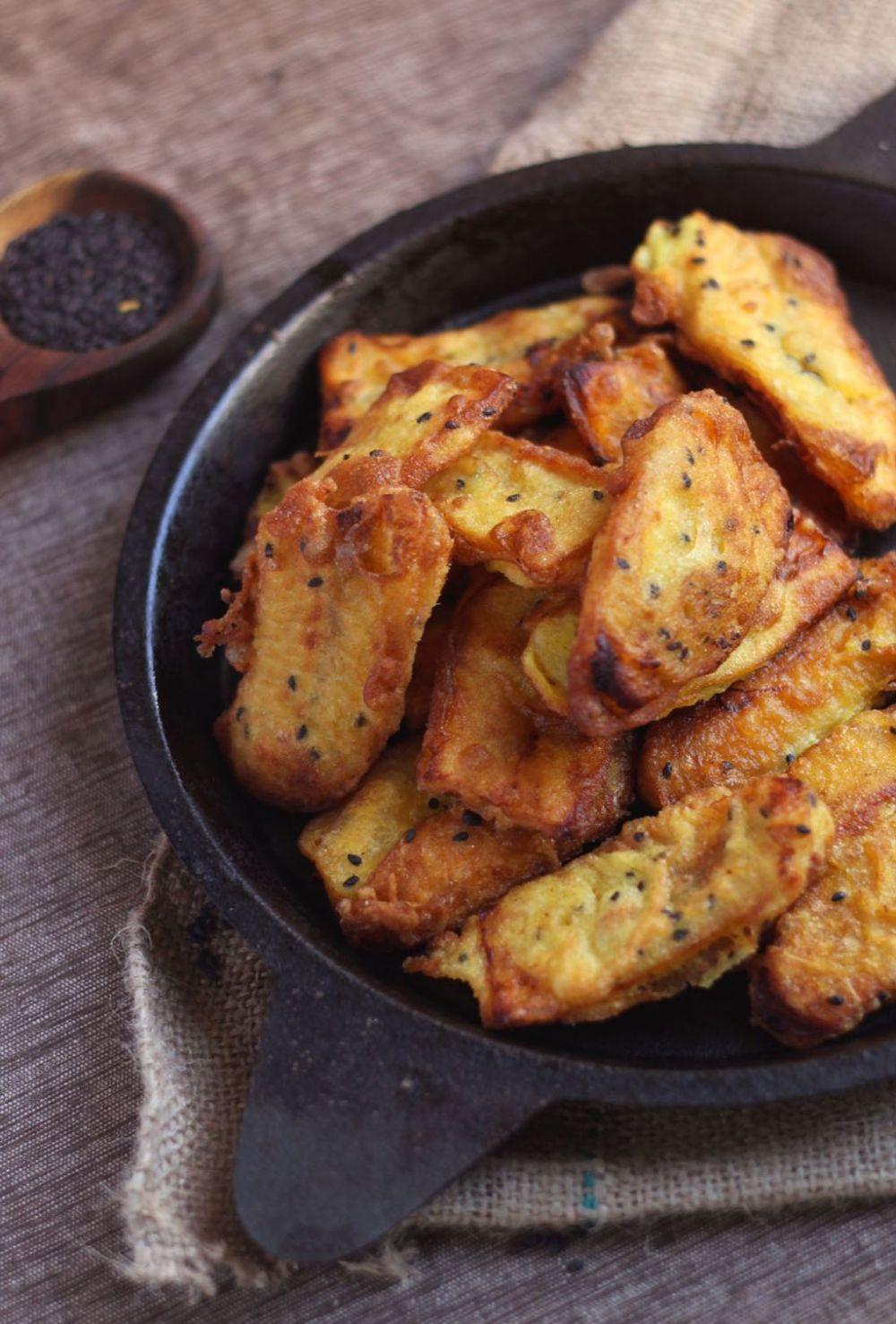 Banana Fritters (pazham pori or Ethakka appam)