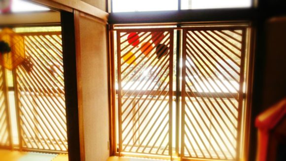 ガラス窓はすべてカバーをつけて安全に!きっずはんど
