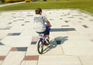 補助輪なしの自転車