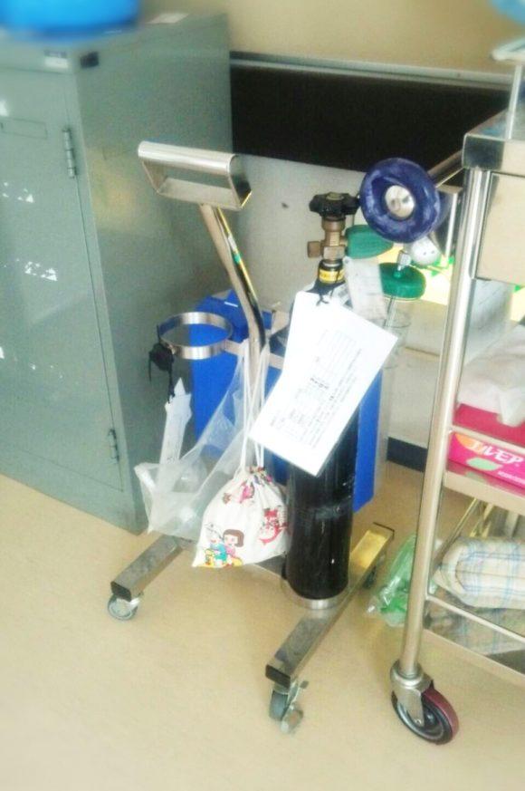 市立養護・酸素ボンベ