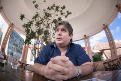 """""""Em 2004 começou o processo do meu recrutamento pela CIA. Neste ano, conheci muitos oficiais da agência, inclusive aquele que seria meu chefe mais tarde"""". (Foto: Guilherme Santos/Sul21)"""