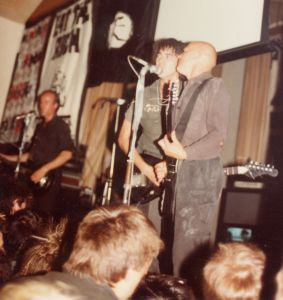 Crass Marcus Garvey Center Gran Bretagna due maggio del 1984: da sinistra Pete Wright, Andy Palmer, Phil Free