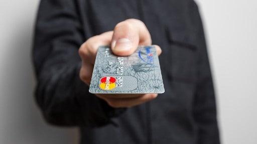 クレジットカードの利便性は健在
