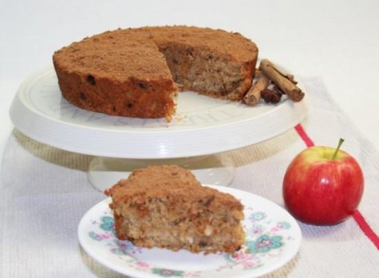Spicy apple granola cake