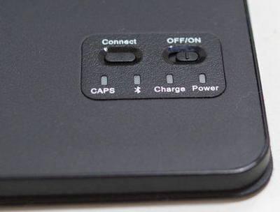 iPad 2017 キーボード付ケース 電源拡大