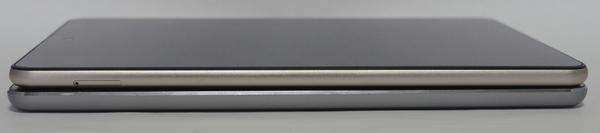 Teclast M89 vs iPad mini 3 逆サイドより