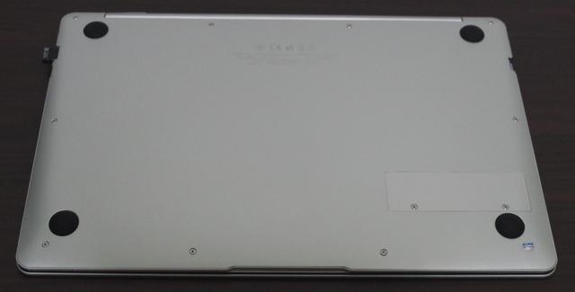 Jumper EZBook X4 IPS パネル版 背面
