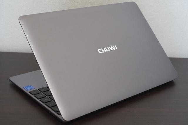 Chuwi LapBook SE 光る天板のロゴ
