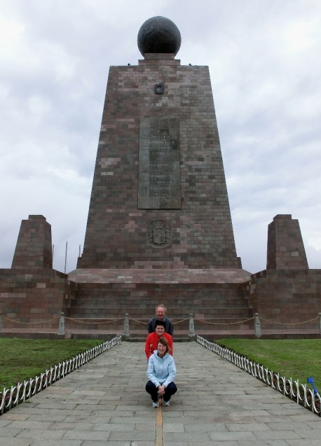 In the centre of the world - En la mitad del mundo, Ecuador