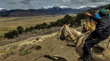 Horseback riding excursions with the Mapuche people, with views over the magnificent Andes in Chile