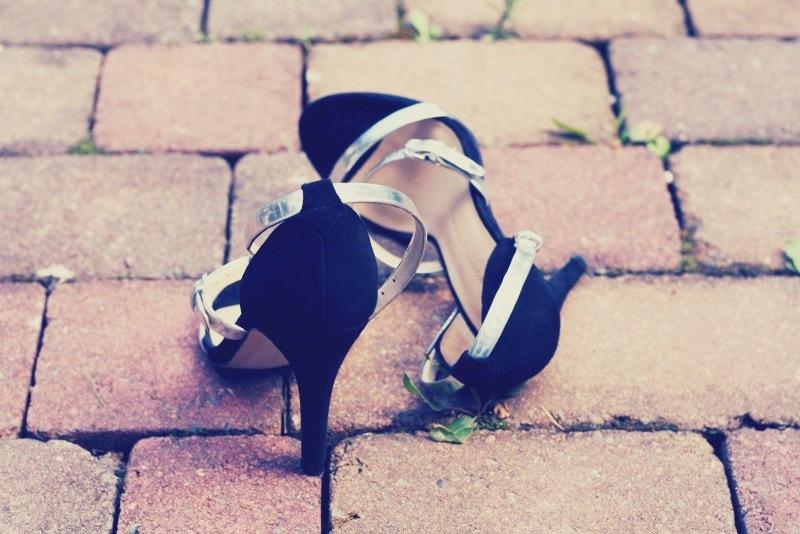 Schwarz, weiß und silbermetallic.