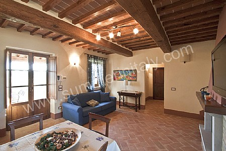 Casa Grifone C Self catering apartment in Camucia di