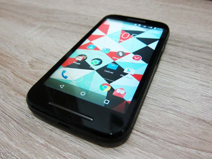 Moto E displaying Home screen after upgrade to Lollipop