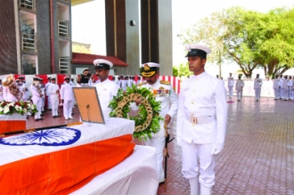 Wreath Laying Ceremony for victims of INS Sindhuratna Mishap (Pic courtesy: www.dailypioneer.com)