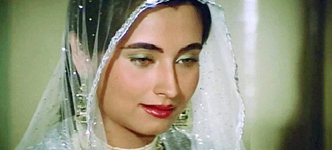 salma-agha_660_051313121804