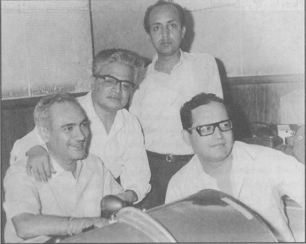 Anjaan (standing) with the team of Baharen Phir Bhi Aayengi: OP Nayyar, Shahid Lateef (Director) and Guru Dutt (Producer) (pic courtesy: apnaarchive.wordpress.com)