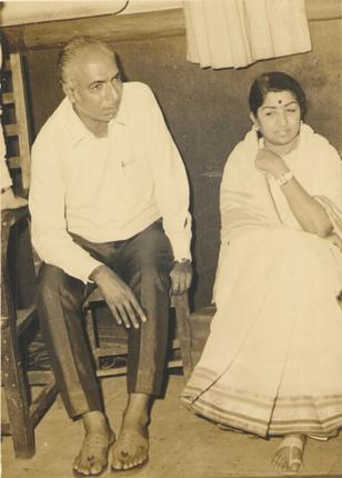 Naqsh Lyalpuri with Lata Mangeshkar (Pic courtesy: www.thehindu.com)