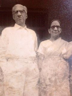 Pandit Sudarshan with his wife (Pic courtesy: beetehuedin.blogspot.com)