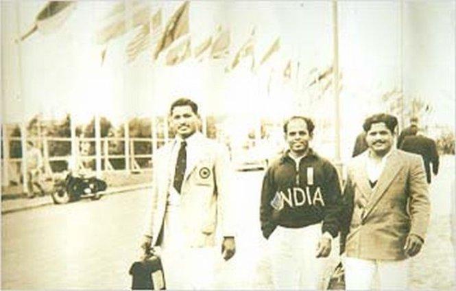 Jadhav in the centre in Helsinki Olympics 1952 (Pic courtesy: www.karad.mazegav.com)
