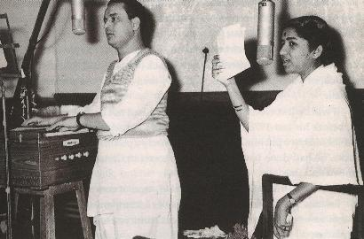 Some of the most enchnting romantic duets have been sung by Lata and Mukesh (Pic courtesy: Lata Online)
