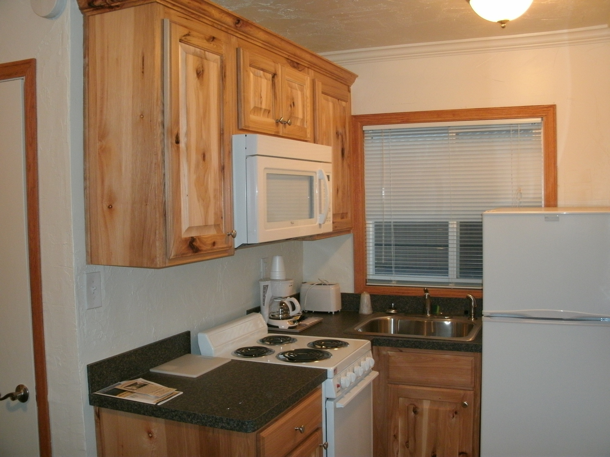 hotel with kitchen in room bar table sets 1000 43 images about tiny homes on pinterest kitchenettes
