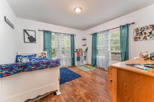 527 W Pine Ave-22